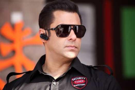 Salman Khan Once Again In Action[ Bodyguard Reviw] 2