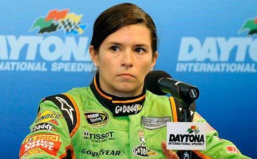 Female Star of NASCAR Announces Divorce on Facebook 2