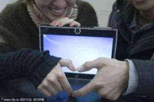 Amazing Way of Chinese Student to Express Love for His Girlfriend