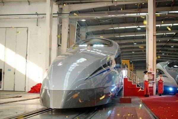 New Super Fast Train in China Revealed