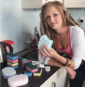 A Girl Addicted to Eat Dishwashing Foam