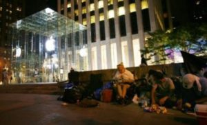 iPad 3 Fans Waiting in Tents with Aggressive Plan to Purchase