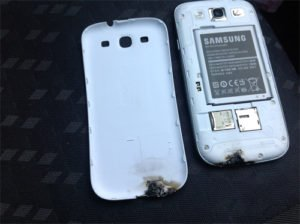 Samsung Galaxy S III Blockbuster Suddenly Exploded! 1